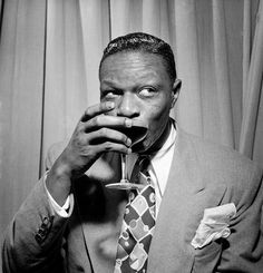 """ I started out to become a jazz pianist; in the meantime I started singing and I sang the way I felt — that's just the way it came out"" — Nat King Cole Classic Hollywood, Old Hollywood, Great American Songbook, Nat King, King Cole, Jazz Blues, Cultural, My Guy, Famous Faces"