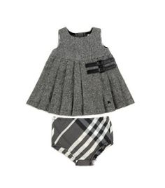 Designer Baby: Burberry Baby Tweed Kilt Dress I need to borrow somebody's baby girl stat! Outfits Niños, Kids Outfits, Baby Burberry, Burberry Baby Clothes, Burberry Outfit, Little Girl Fashion, Kids Fashion, Designer Baby Clothes, Outfit Designer