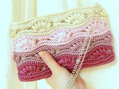 Crochet clutch bag I want to make it Diy Crochet Purse, Crochet Clutch Pattern, Crochet Handbags, Crochet Purses, Cute Crochet, Crochet Patterns, Bag Patterns, Easy Crochet, Knitting Patterns