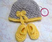 Baby Girl Hat and Bootie set - Crochet Hat and Booties set - Newborn girl Hat and Booties set - Take me home outfit - Yellow bow hat set - pinned by pin4etsy.com