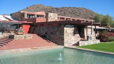 """Frank Lloyd Wright pioneered a distinctly American style of architecture. This style is best exemplified by the so-called """"Usonian houses,"""" which are Frank Lloyd Wright Buildings, Frank Lloyd Wright Homes, Prairie Style Houses, Modern Windows, Los Angeles Homes, Virtual Tour, World Heritage Sites, Midcentury Modern, Tours"""