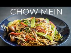 VEGGIE CHOW MEIN RECIPE | EASY CHINESE VEGAN NOODLES DINNER IDEA - YouTube Chow Mein Noodle Recipe, Veggie Chow Mein, Delicious Vegan Recipes, Healthy Recipes, Healthy Food, Chinese Chow Mein, Asian Recipes, Ethnic Recipes, Maggi Recipes