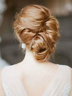 Chignon souple porté sur le côté - 25 idées de coiffures pour un mariage - Photos Beauté - Be.com