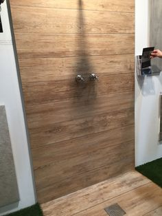 Badkamer tegels, enkel vloer Bathroom Ideas, Door Handles, Bathrooms, Bb, Doors, Interior Design, Home Decor, Bath
