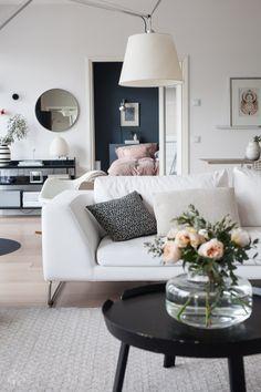 Living Room Interior, Home Living Room, Living Room Inspiration, Flower Vases, Sweet Home, New Homes, Art Deco, Decor Ideas, House Design