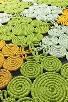 Spin from the Natural rug collection by Paola Lenti << knitting icord spool knitting rug Rope Crafts, Diy And Crafts, Arts And Crafts, Tapetes Diy, Rope Rug, Painting Carpet, Spool Knitting, Braided Rugs, Diy Carpet