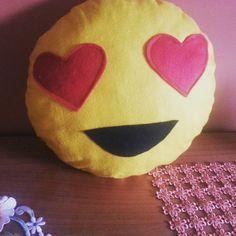 cuscino fatto a mano . smile