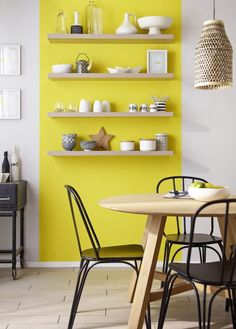 Paint walls and woodwork Colors, Classic Duvet Satin, euros the pot of liters, Castorama. Modern Kitchen Paint, Kitchen Decor, Yellow Accent Walls, Yellow Accents, Interior Design Boards, European Home Decor, Traditional Decor, Home Decor Trends, Room Decor