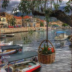 Μανη mani Greece Mykonos, Santorini, Beautiful World, Beautiful Places, In Ancient Times, Thessaloniki, Ancient Greece, Greek Islands, Greece Travel