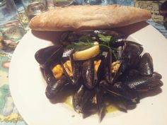 Steaming mussels #Theoystershack #bigbury-on-sea #southhams #lovedevon