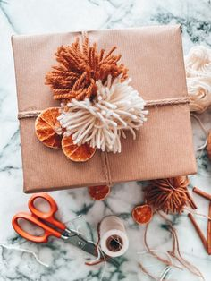 Dried Orange Garland and Wrapping Christmas Gifts - Blushing Bungalow Bohemian Christmas, Natural Christmas, Christmas Mood, Noel Christmas, Simple Christmas, Christmas Crafts, Christmas Oranges, Elegant Christmas, Christmas Nails