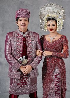 Kebaya Modern Dress, Kebaya Dress, Traditional Dresses Designs, Traditional Wedding Dresses, Kaftan Batik, Kebaya Wedding, Indonesian Wedding, Model Kebaya, Lace Dress