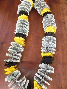 Cal State Long Beach colors money lei