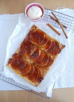 Apple and cinnamon tarte fines / Torta folhada de maçã e canela by Patricia Scarpin, via Flickr