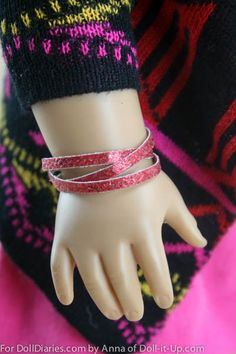 I love to find quick and easy ways to create fun doll fashion! On a recent walk through the jewelry aisle I saw sparkly wrap bracelets that caught my eye. I wanted to recreate the look for dolls u… Sewing Doll Clothes, Sewing Dolls, Doll Clothes Patterns, Doll Patterns, Sewing Patterns, American Girl Crafts, American Girl Clothes, American Girls, Doll Crafts