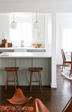 Our kitchen crush of the day is this modern minimalist design from Sarah Sherman Samuel. We love the two-toned cabinets, wood elements and, of course, those stunning gold drawer pulls!