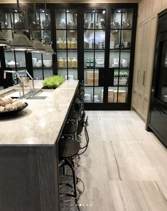 Loved visiting the @downsviewkitchens showroom yesterday in #junobeach for one of my fav #csclients! And this beauty right here was my absolute fav! I mean wow! I've seen this kitchen vignette online and in magazines countless times, so it was fun to see if all in person. ❤️ Took me back to my early days of #interiordesign and wandering the halls and showrooms of the #merchandisemart in #chicago.... made me so excited for the endless possibilities of my career ahead!