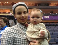 Stephen Curry Daughter | STEPHEN CURRY AND DAUGHTER AT THE BALL GAME