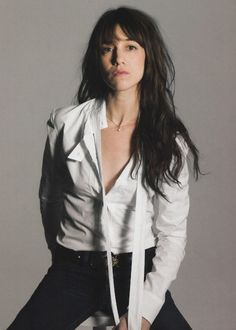 Charlotte Gainsbourg, BCBG. What stylish young parisiennes aim for.