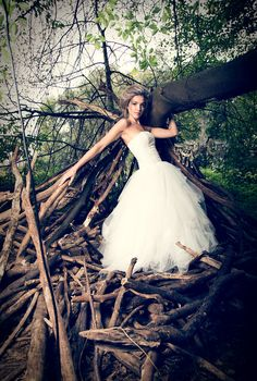 Neue Kollektion, neues Shooting. Die Braut im Wald.