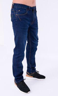 Jeans escuros.