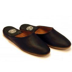 Leather Mules, Calf Leather, Indian Men Fashion, Mens Fashion, Indian Man, Leather Slippers, Soft Suede, Black Men, Clogs