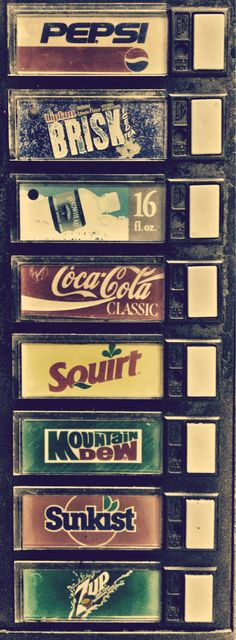 Back in the day when you could find both Coca-Cola and Pepsi in the same machine Vintage Design, Vintage Love, Retro Vintage, Photo Wall Collage, Picture Wall, Coca Cola Classic, New Wall, Atelier Creation, Soda Machines