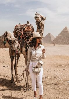 Your ultimate guide for an unforgettable trip to Dubai. Find out useful information about before heading to the Arabian Peninsula. Foto Dubai, In Dubai, Travel Pictures, Travel Photos, Dubai Travel Guide, Dubai Vacation, Dubai Holidays, Visit Egypt, Small Group Tours