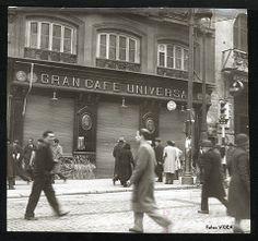 """Madrid. Gran Café Universal.La tertulia en el café fue una tradición muy arraigada en Madrid y otras ciudades europeas durante la ilustración. Emulando a los intelectuales franceses, en ellas se hablaba de política, literatura, amor, teatro y arte. En Madrid, durante el siglo XIX, con la llegada del Romanticismo, la tertulia se popularizó y proliferaron los cafés en los que reunirse. Artistas y escritores acudían a la ciudad desde todas los rincones de España a estrenarse en el """"foro…"""