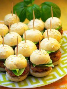 Szefowa w swojej kuchni. ;-): Mini hamburgery - koreczki Mini Appetizers, Appetizer Recipes, Snack Recipes, Mini Hamburger, Cocktail Party Food, Gourmet Breakfast, Food Design, Finger Foods, Food Inspiration