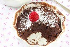Sugen på något sött men vill samtidigt vara nyttig? Då måste du testa den här kakan! Den tar drygt en minut att göra i mikron och innehåller bara ägg, banan och kakao. Den har en mjuk härlig konsistens, god chokladsmak och mättar bra. Foods With Gluten, Sans Gluten, Healthy Treats, Healthy Baking, Helthy Snacks, Cake Recipes, Dessert Recipes, Desserts, Dairy Free Treats