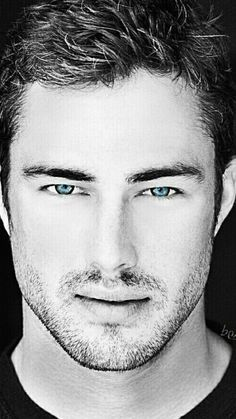 Taylor Kinney and those blue eyes Beautiful Men Faces, Gorgeous Men, Famous Men, Famous Faces, Taylor Kinney Chicago Fire, Lancaster, Handsome Faces, Handsome Actors, Hot Actors