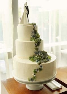 asymmetrical wedding cake.