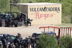 Nochixtlán, Oaxaca 19 Junio 2016 La imagen fue tomada por el fotógrafo Luis Alberto Cruz Hernández, el día 19 de junio de 2016, en Nochixtlán, Oaxaca; en dicho lugar las fuerzas federales reprimieron una manifestación pacífica de los pobladores y profesores de la Coordinadora Nacional de Trabajadores de la Educación (CNTE).