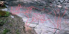 På Berg-feltet i Verdal er det hogd inn figurer i berget gjennom flere epoker, på samme vis som på det mer kjente Bardal-feltet. De eldste ristningene framstiller naturtro elger.