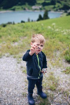 Unwetter, Baby & aktives Kleinkind: Wie sollen wir eine Camper-Tour schaffen? Großes Abenteuer, lass es uns einfach wagen, ohne Route dafür mit Happy End! | Pinspiration #travelsithkids #reisenmitkindern Pinspiration, Kids Interior, Camper, Happy End, Camping Spots, All Family, Children, Blog, Photos
