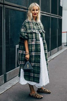 Anouki Kaladze between the style exhibits. The publish Paris SS 2020 Street Style: Anouki Kaladze appeared first on STYLE DU MONDE Tokyo Street Fashion, Paris Fashion, Fall Fashion Street Style, Street Style Dresses, Fashion 2020, Streetwear, Looks Street Style, Winter Mode, Mode Outfits