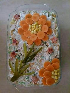 The 12 best ideas to arrange salad plates for guests on the banquet table - Lebensmittelkunst - Wurst Food Design, Cute Food, Yummy Food, Food Carving, Vegetable Carving, Food Garnishes, Garnishing, Food Platters, Snacks Für Party