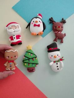 50 Cute Clay Craft Christmas Ideas : Let's make Christmas crafts from clay ! We want to try to make a clay craft to celebrate a special day at the end of the year, Christmas. Polymer Clay Ornaments, Cute Polymer Clay, Cute Clay, Polymer Clay Projects, Polymer Clay Charms, Polymer Clay Creations, Diy Clay, Clay Christmas Decorations, Polymer Clay Christmas