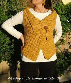un rectangle et deux fentes ! crochet mais aussi tricot et pourquoi pas tissage !