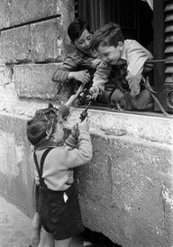 children playing with toy guns | italy early 1950's