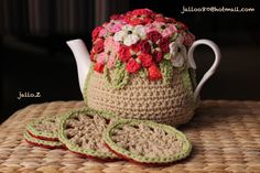 crochet tea pot cozy (inspiration only) Crochet Cozy, Cute Crochet, Knitting Projects, Crochet Projects, Crochet Designs, Crochet Patterns, Fillet Crochet, Mug Cozy, Crochet Kitchen