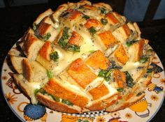 Bloomin' Onion Bread Recipe Again: probably not so healthy but a great idea for entertaining! Bread Appetizers, Recipes Appetizers And Snacks, Quick Appetizers, Blooming Onion Bread, Great Recipes, Favorite Recipes, Bloomin Onion, Food Inspiration, Love Food