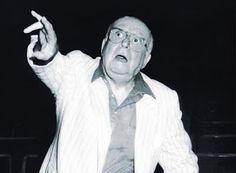 ΡΟΔΟΣυλλέκτης: Αλέκος Σακελλάριος: Γεννήθηκε στην Αθήνα στις 7 Νο... Old Greek, Greek Art, Biography, Gentleman, Greece, Personality, Literature, Nostalgia, Cinema