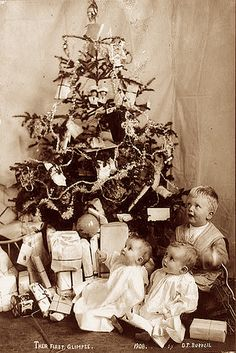 Old Fashioned Christmas Tree Image by m.brouse, via Flickr