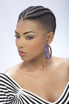 Mohawk hairstyles are a modern addition to the world of hairstyles. This hairstyle consists of shaved sides. Among many other Mohawk hairstyles, the braiding. Box Braids Hairstyles, Braided Mohawk Hairstyles, Mohawk Braid, Braided Hairstyles For Black Women, Natural Hair Styles For Black Women, Braids For Black Women, My Hairstyle, Black Braids, African Hairstyles