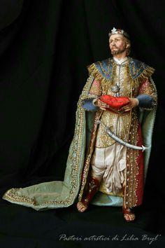 Rey Mago de Oriente Melchor, quien representa a la cultura europea de la Edad Media.