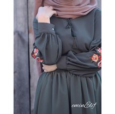 Pinterest: @adarkurdish Modest Fashion Hijab, Hijab Style Dress, Hijab Chic, Abaya Fashion, Fashion Dresses, Islamic Fashion, Muslim Fashion, Mode Abaya, Modele Hijab