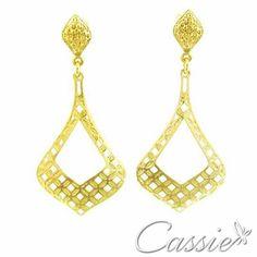 Bom dia!!!  Que seja de alegrias e paz!!  Brinco Dome Petit folheado a ouro com garantia. Apenas R$ 45,90.  ⏩AS NOVIDADES CHEGARAM, CONFIRA!!!! ⏪ ╔═════════❤══════════╗  #Cassie #semijoias #acessórios #moda #fashion #estilo #inspiração #tendências #trends #prata #love #pulseirismo #zirconias #folheado #dourado #amor #pulseiras #aneldecoroa #aneldefalange #berloques #charms # # #