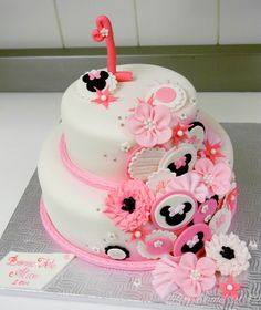 1st birthday minnie mouse inspired cake — Do the flowers in bolds and the cake in black fondant to make the Hello Kitty Japonesque theme